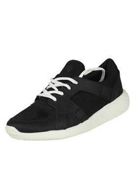 Adidasi Bershka Rebecca Black