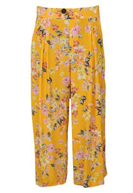 Pantaloni Bershka Nicole Yellow